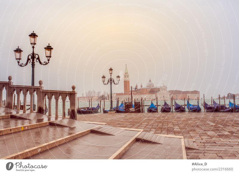 Venezia Gondolas vor San Giorgio Maggiore Himmel Ferien & Urlaub & Reisen Stadt Wasser Landschaft ruhig Winter Architektur Tourismus Nebel Kirche Kultur Europa