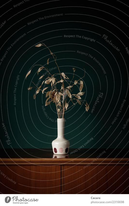 Trockenstrauß in weißer Vase Dekoration & Verzierung Schrank Kommode Pflanze Blatt Zweig retro trocken braun grün Senior Einsamkeit Traurigkeit Vergänglichkeit