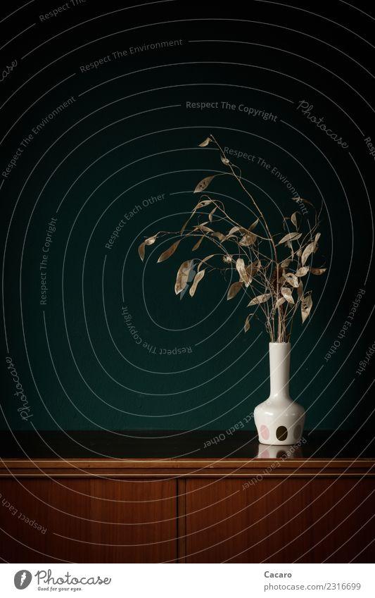 Trockenstrauß in weißer Vase Dekoration & Verzierung Kommode Schrank Wand Pflanze Blatt Ast Zweige u. Äste Blumenstrauß alt natürlich retro trocken braun grün