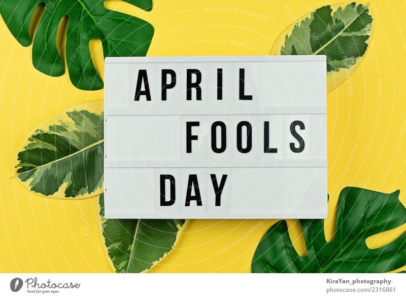 Aprilscherztag und tropische Blätter auf Gelb Freude Glück Entertainment Feste & Feiern Blatt lachen lustig gelb grün Stimmung Unsinn Witz Entwurf Humor