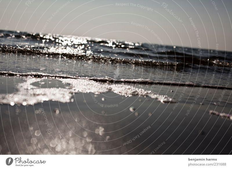 tag am meer Wasser Wolkenloser Himmel Wellen Strand Ostsee Meer Flüssigkeit kalt nass Gelassenheit ruhig Erholung Ferien & Urlaub & Reisen Freiheit Zeit