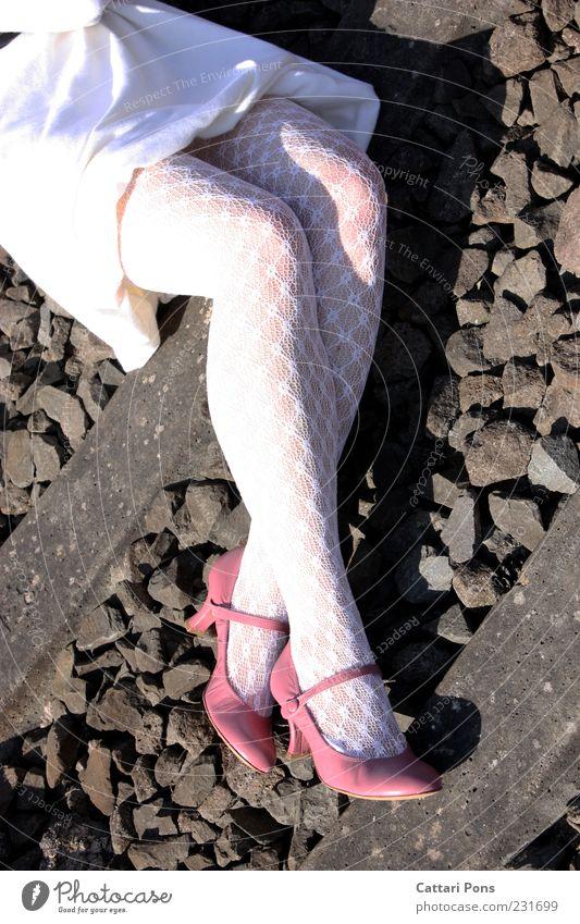 sub rosa Mensch feminin Frau Erwachsene Beine 1 Strumpfhose Schuhe Damenschuhe dünn weiß Sonnenlicht Prinzessin steinig Stein Gleise Kleid liegen Muster grau