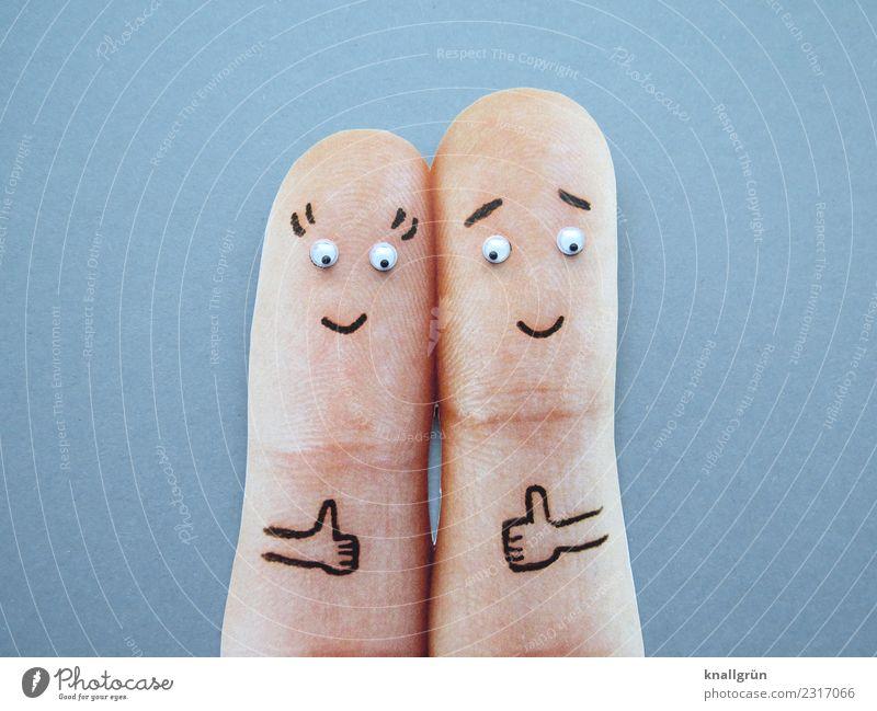 Daumen hoch! Frau Erwachsene Mann Paar 2 Mensch Kommunizieren Lächeln Zusammensein grau Gefühle Freude Fröhlichkeit Zufriedenheit Begeisterung Optimismus Erfolg