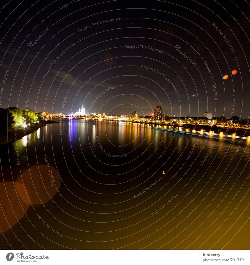 colognial Stadt Ferne dunkel Gefühle Architektur Stil Gebäude Stimmung Zufriedenheit elegant leuchten Lifestyle Fluss Bauwerk Denkmal Lebensfreude