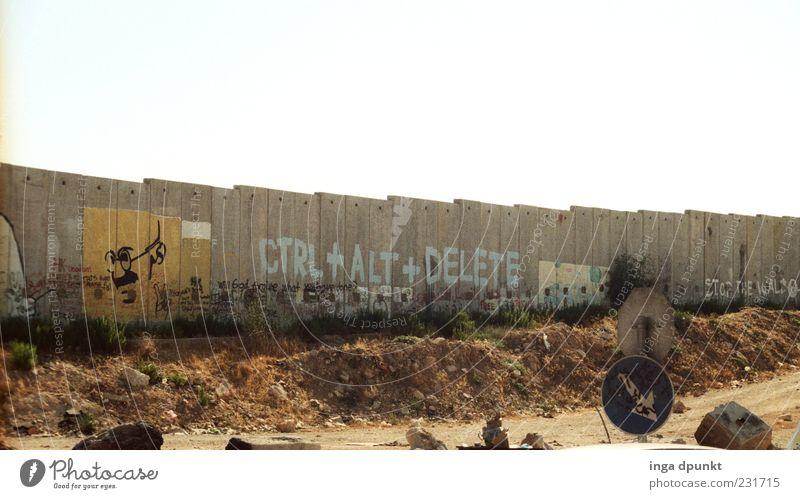 Runterfahren... Baustelle Kunst Information Politik & Staat Politische Bewegungen Israel West Bank Bauwerk Mauer Wand Straße Wege & Pfade Stein Beton Graffiti