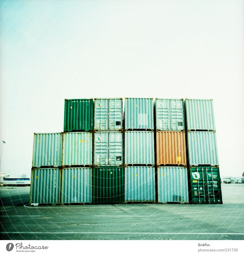 Containerstapel Menschenleer Metall Stahl eckig gigantisch blau grau grün Güterverkehr & Logistik Stapel Abstellplatz Wellblech Lagerplatz Farbfoto