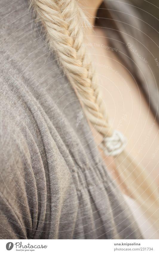 tresse Mensch Frau schön Erwachsene feminin Haare & Frisuren blond langhaarig Zopf geflochten Schmuck Haargummi