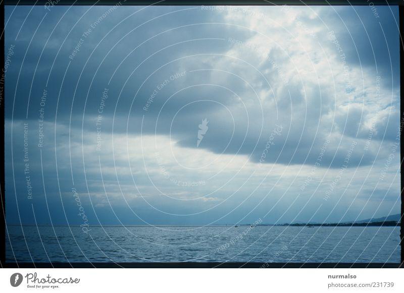 da zieht was auf Ferne Freiheit Natur Landschaft Wolken Horizont Klima schlechtes Wetter Unwetter Wind Sturm Wellen Küste Meer Insel beobachten entdecken dunkel