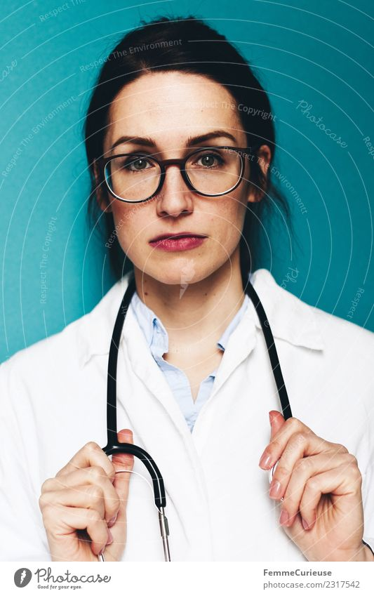 Female doctor with stethoscope and lab coat Arbeit & Erwerbstätigkeit Beruf Arzt feminin Junge Frau Jugendliche Erwachsene 1 Mensch 18-30 Jahre 30-45 Jahre