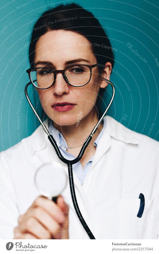 Female doctor with stethoscope Arbeit & Erwerbstätigkeit Beruf Arzt feminin Junge Frau Jugendliche Erwachsene 1 Mensch 18-30 Jahre 30-45 Jahre kompetent