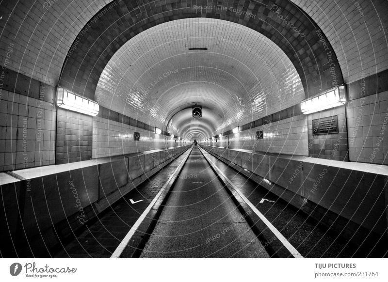 The Tunnel weiß Ferne schwarz kalt Architektur Beleuchtung Kunst ästhetisch einfach einzigartig Hamburg Bauwerk Asphalt Denkmal Fliesen u. Kacheln Verkehrswege