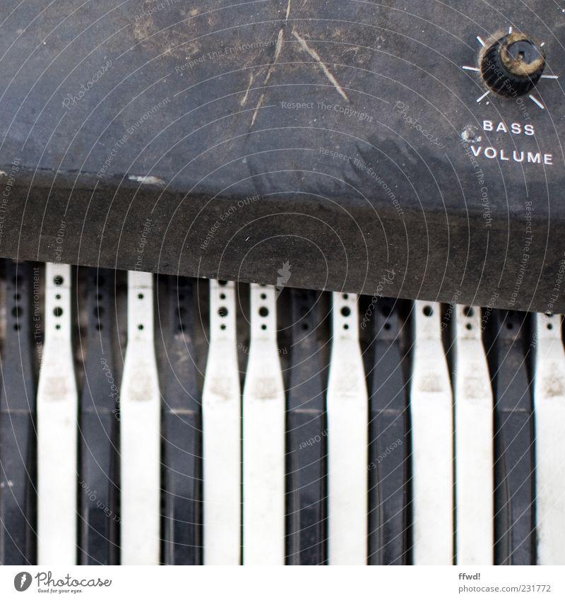 [FFM2011.1] Synthie heaven alt Musik dreckig kaputt retro Vergänglichkeit Klaviatur Klavier Zerstörung Musikinstrument Taste Drehregler staubig Lautstärke