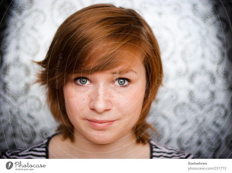 How's the weather Mensch Frau Jugendliche blau ruhig Erwachsene Gesicht Auge feminin Haare & Frisuren Haut 18-30 Jahre Junge Frau Sommersprossen rothaarig