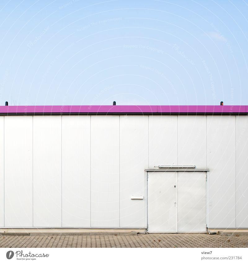 Lagerhaus alt Haus Wand oben Architektur Gebäude Mauer Metall Linie Tür Fassade elegant Design modern ästhetisch authentisch