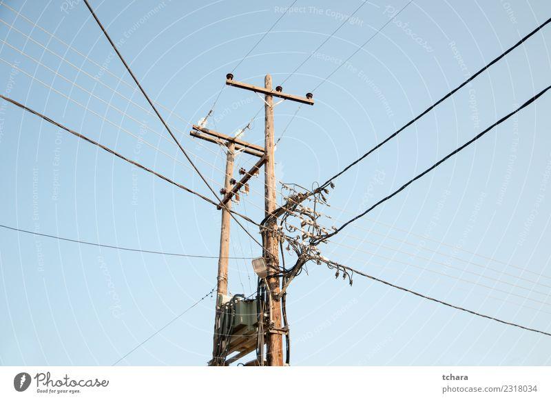 Altmodisches elektrisches Übertragungsnetz Industrie Business Technik & Technologie Umwelt Himmel Holz Metall Stahl Linie alt hell blau Energie Farbe Turm