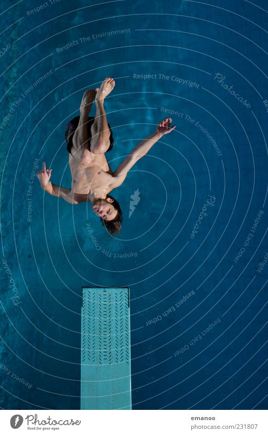 style'n air Mensch Jugendliche blau Wasser Freude Erwachsene kalt Leben Sport springen Stil Luft Kraft Schwimmen & Baden fliegen hoch