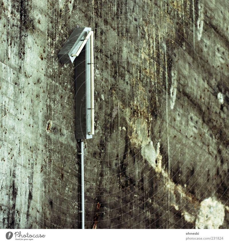 Neuer 1 Wand grau Mauer nass Beton Erfolg Kabel Technik & Technologie Ziffern & Zahlen Bauwerk Zeichen Tunnel verwittert Konkurrenz Schimmelpilze