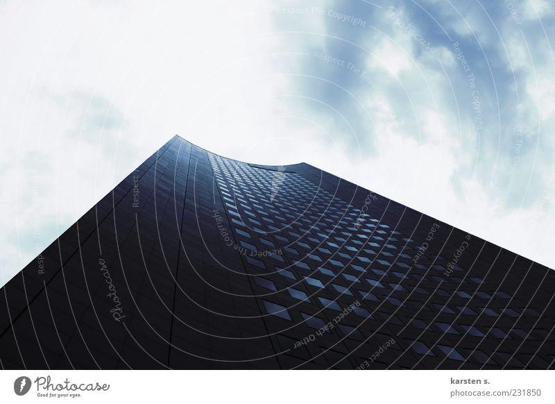 Hoch hinaus Himmel Sonne Wolken Architektur Fassade hoch Hochhaus Gebäude Perspektive himmelwärts