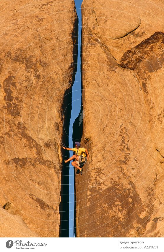 Mensch Natur Mann Erwachsene Freiheit Kraft hoch Erfolg Abenteuer Seil Klettern Fitness Vertrauen sportlich Mut Gleichgewicht