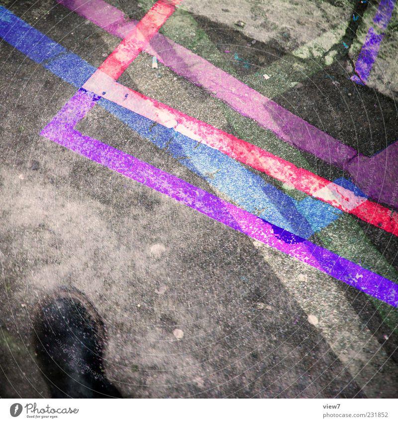 footage alt Farbe Bewegung Linie Schuhe rosa Beton Design modern außergewöhnlich Bekleidung Streifen Asphalt violett Stiefel bizarr