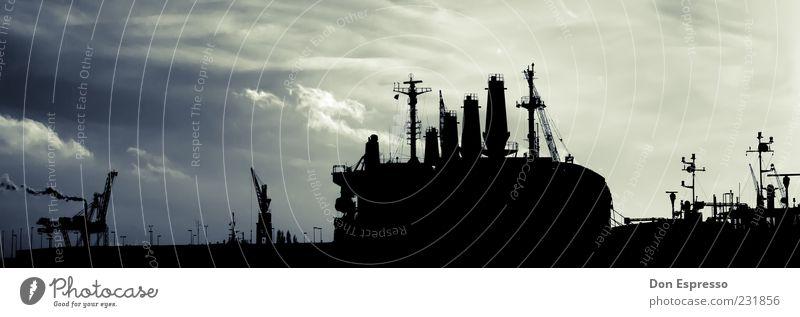 Kaiserhafen III Wolken Wasserfahrzeug Hafen Schifffahrt Abenddämmerung Kran Schornstein Gewitterwolken Kreuzfahrt Bremerhaven Kreuzfahrtschiff Containerschiff