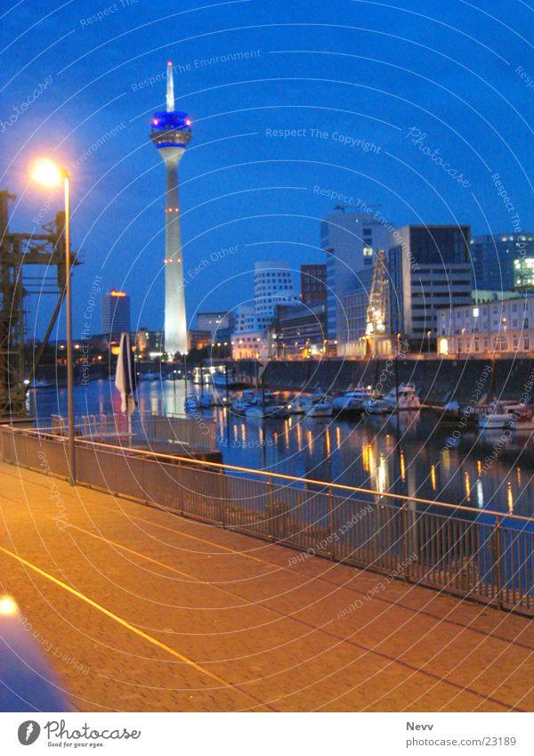 Medienhafen - Düsseldorf Nacht Langzeitbelichtung Europa Hafen Fernsehturm