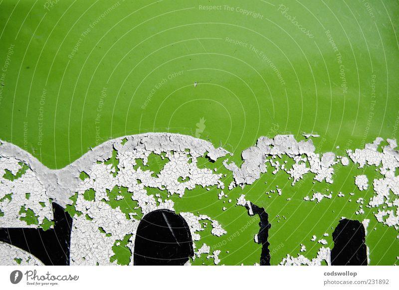 fiftyone normal Schriftzeichen alt retro grün schwarz weiß abblättern Lack Typographie Farbfoto Detailaufnahme Menschenleer Textfreiraum oben Kontrast