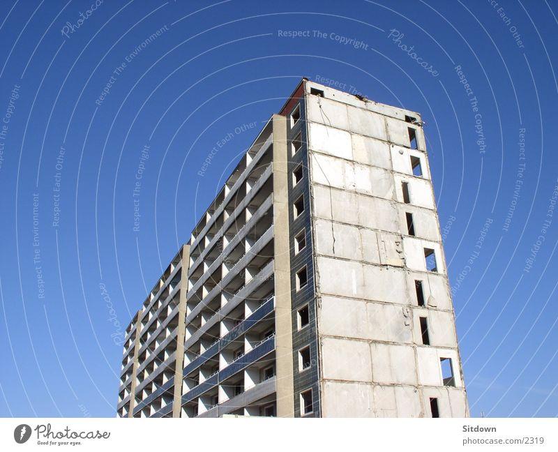 Hoyerswerda-Verfall alt Architektur Hochhaus leer Demontage Plattenbau Sachsen Neubausiedlung