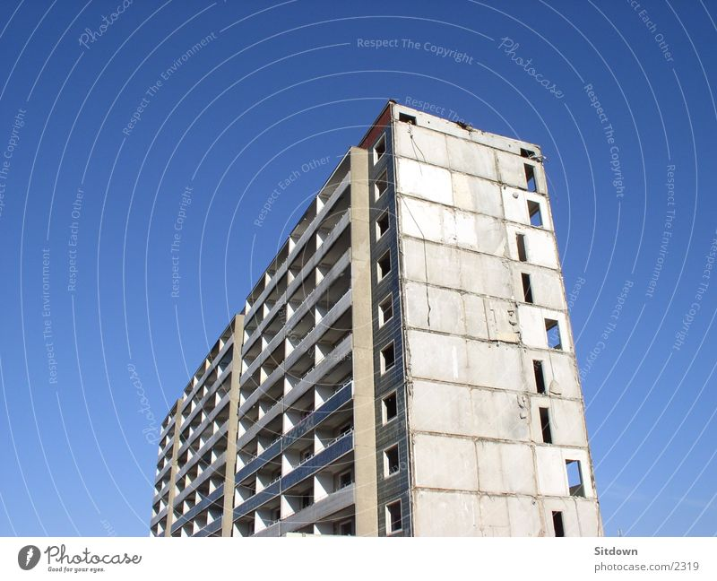 Hoyerswerda-Verfall Hochhaus Demontage Neubausiedlung leer Architektur Plattenbau Plattensiedlung alt