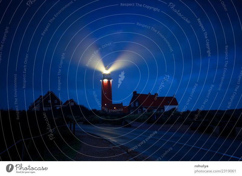 rote Leuchtturm-Lichtstrahlen in der Nacht, Holland Ferien & Urlaub & Reisen Tourismus Natur Landschaft Himmel Küste Nordsee Dorf Stadt Architektur Straße