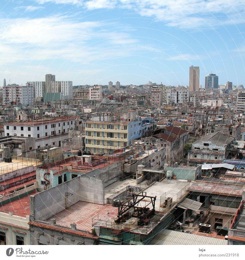 Häuserflut Stadt Wolken Haus Ferne Gebäude Armut Hochhaus Perspektive Dach Bauwerk Schönes Wetter Skyline schäbig Kuba Stadtzentrum Hauptstadt