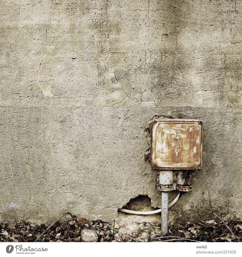 High Tech alt schwarz Wand Mauer grau Fassade Energiewirtschaft dreckig trist Technik & Technologie Elektrizität einfach Vergänglichkeit Wandel & Veränderung