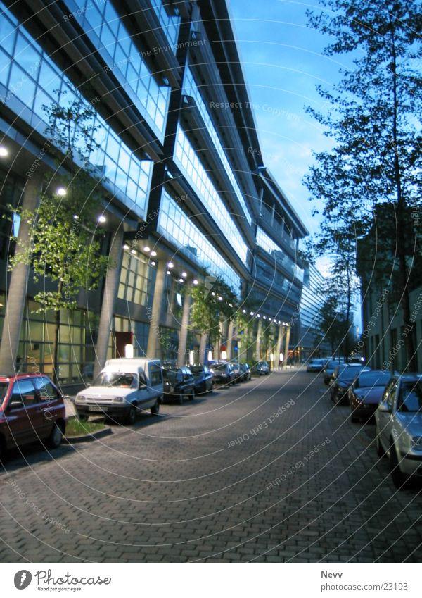 Kaistr. Nacht Europa Düsseldorf Medienhafen Langzeibelichtung Straße