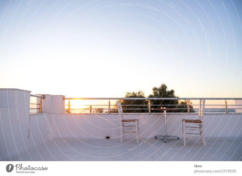 Sonnenaufgang am Meer Himmel Tisch Stuhl Balkon Griechenland Santorin