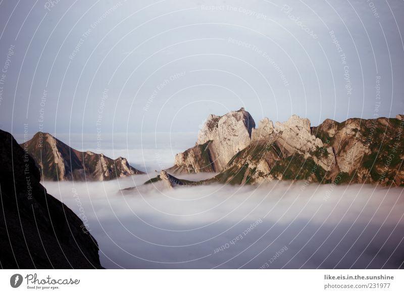 im tal is scheiß wetter :) weiß Sommer Wolken Ferne Landschaft oben Berge u. Gebirge Freiheit Wetter braun Horizont Felsen Nebel Klima weich Urelemente