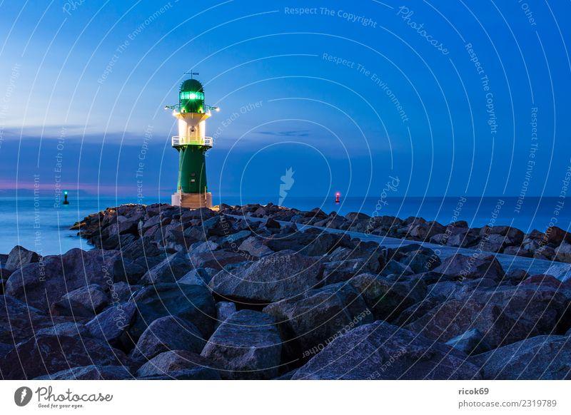 Mole an der Ostseeküste in Warnemünde Ferien & Urlaub & Reisen Tourismus Meer Natur Landschaft Wasser Wolken Felsen Küste Leuchtturm Architektur