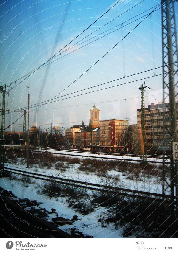Sky Train Gleise Horizont Eisenbahn Geschwindigkeit Verkehr blau DB Rail