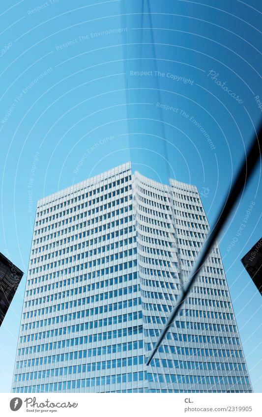 verschiebung Städtereise Architektur Himmel Wolkenloser Himmel Schönes Wetter Düsseldorf Stadt Stadtzentrum Hochhaus Bauwerk Gebäude Fassade ästhetisch