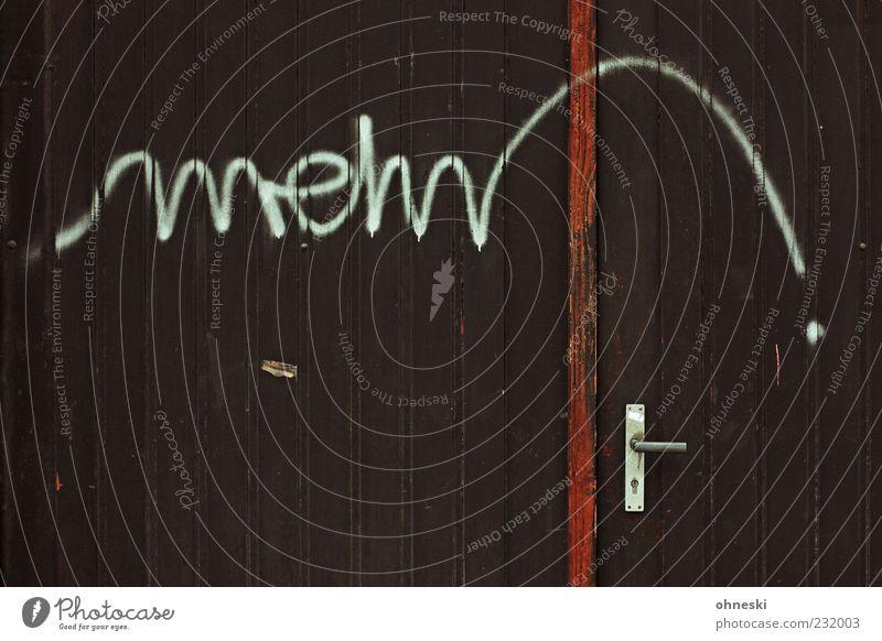 mehr Bestätigungen, bitte! Haus Graffiti Holz Gebäude Tür braun Schriftzeichen Zeichen Hütte Typographie Griff Scheune Straßenkunst Schmiererei Gier Symbole & Metaphern