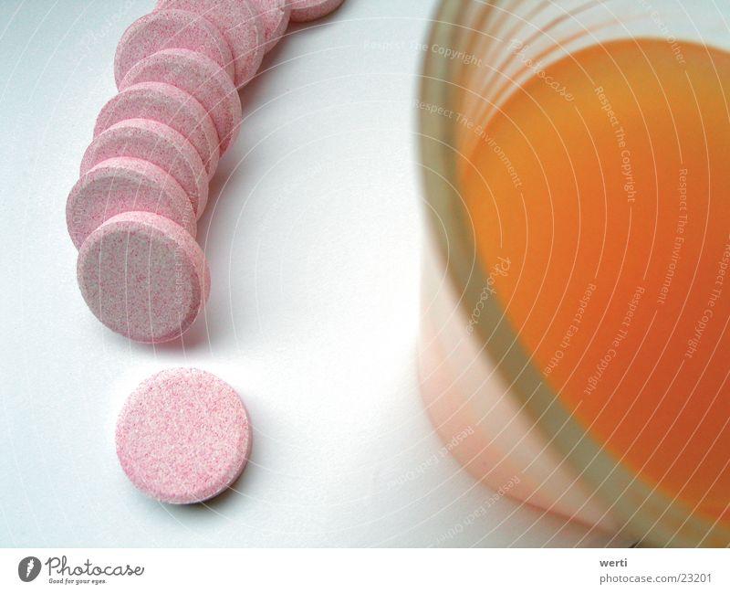 Vitamine Wasser orange Glas Getränk trinken Alkohol Alkoholisiert Durst Saft laden Medikament Tablette Limonade Gefühle