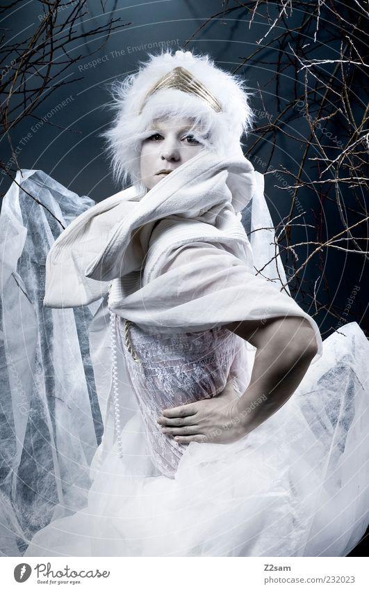 princess II elegant Stil feminin Junge Frau Jugendliche 1 Mensch 18-30 Jahre Erwachsene Umwelt Natur Sträucher Mode Kleid Accessoire Mütze hocken sitzen träumen
