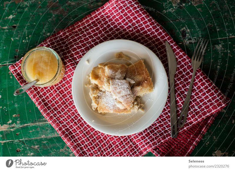 Kaiserschmarrn Essen Lebensmittel Ernährung süß lecker Süßwaren Backwaren Mittagessen Teigwaren Besteck Pfannkuchen Apfelkompott