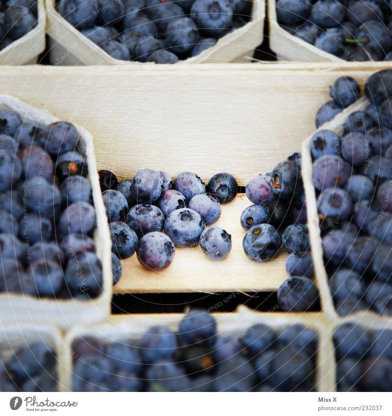 Häufchen Lebensmittel Frucht Ernährung Bioprodukte Vegetarische Ernährung frisch klein lecker rund süß blau Blaubeeren Beeren Obstschale Schalen & Schüsseln