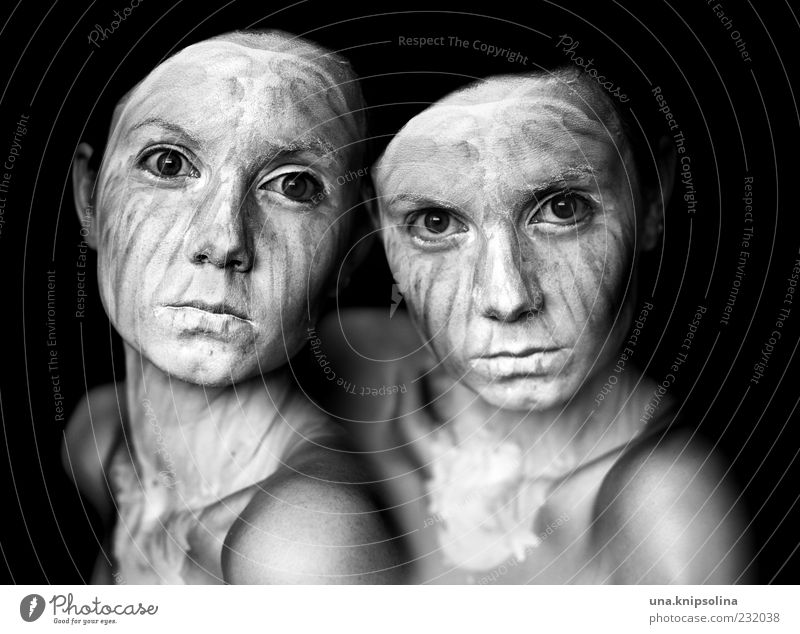jumelles schön Haut Gesicht Kosmetik Gesichtsmaske feminin Junge Frau Jugendliche Erwachsene 2 Mensch 18-30 Jahre dunkel einzigartig verrückt bizarr gestreift
