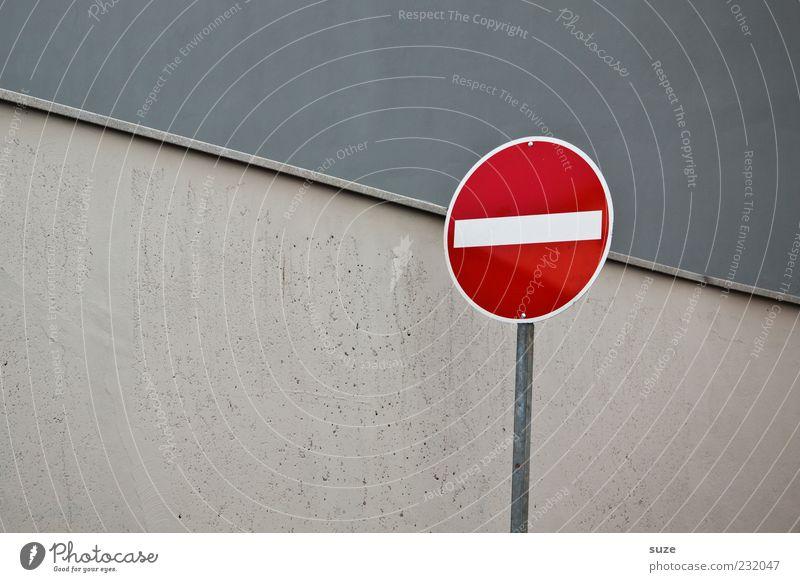 Kopfschmerz Mauer Wand Verkehr Verkehrszeichen Verkehrsschild Zeichen grau Einbahnstraße Warnschild Verbotsschild graphisch Farbfoto mehrfarbig Außenaufnahme