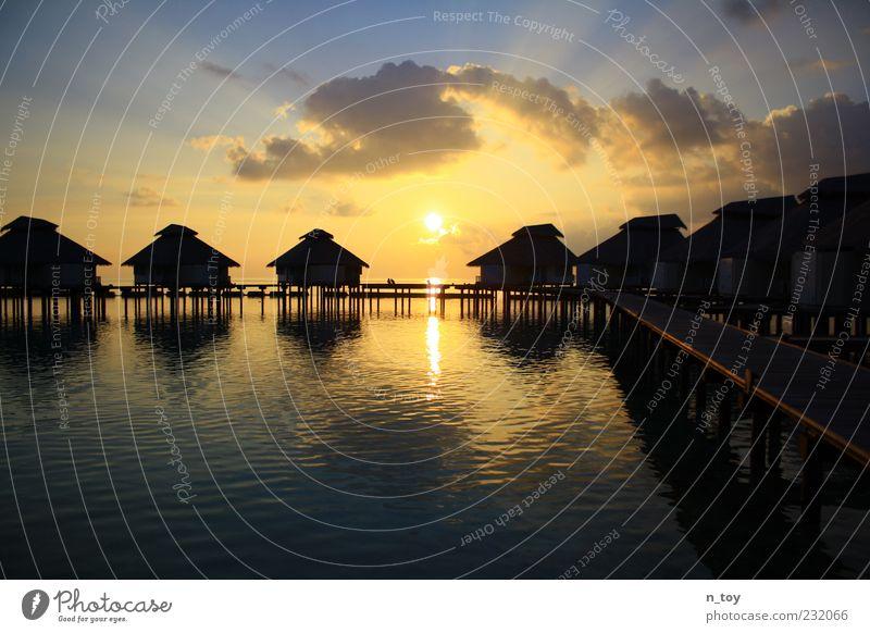 Zimmer mit meer Blick, bitte! Himmel Wasser Ferien & Urlaub & Reisen Sommer Meer Wolken Ferne Erholung Tourismus Idylle Sehnsucht Steg Sommerurlaub Malediven Asien Ferienhaus