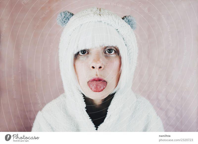 Junge und süße Frau, die ihre Zunge herausstreckt. Stil Design exotisch schön Feste & Feiern Karneval Mensch feminin Junge Frau Jugendliche 1 18-30 Jahre