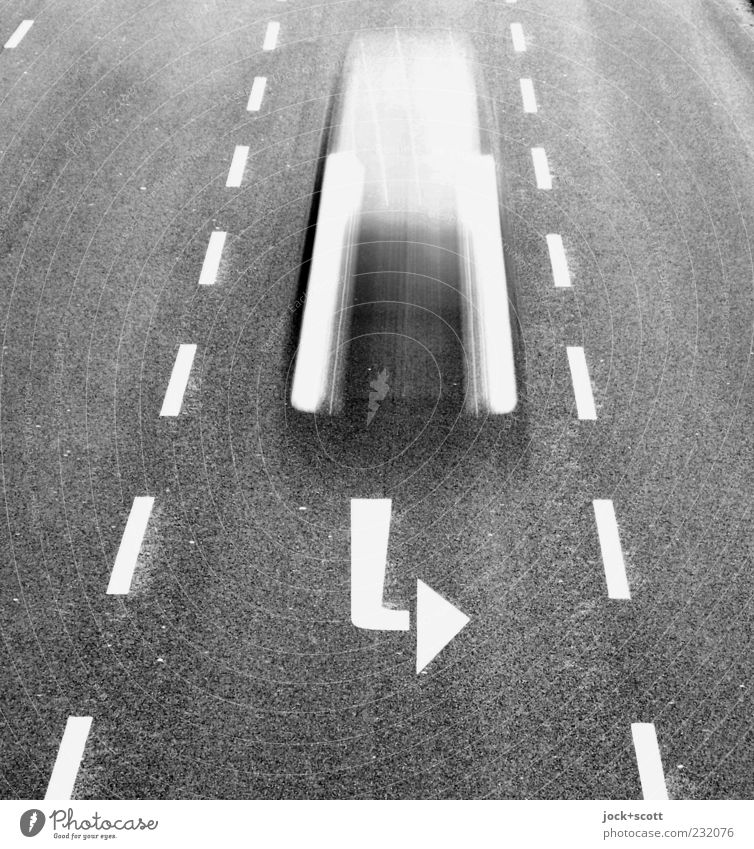 Linksabbieger Straße Bewegung Wege & Pfade grau Linie PKW Schilder & Markierungen Perspektive Geschwindigkeit Technik & Technologie Beginn Neugier fahren