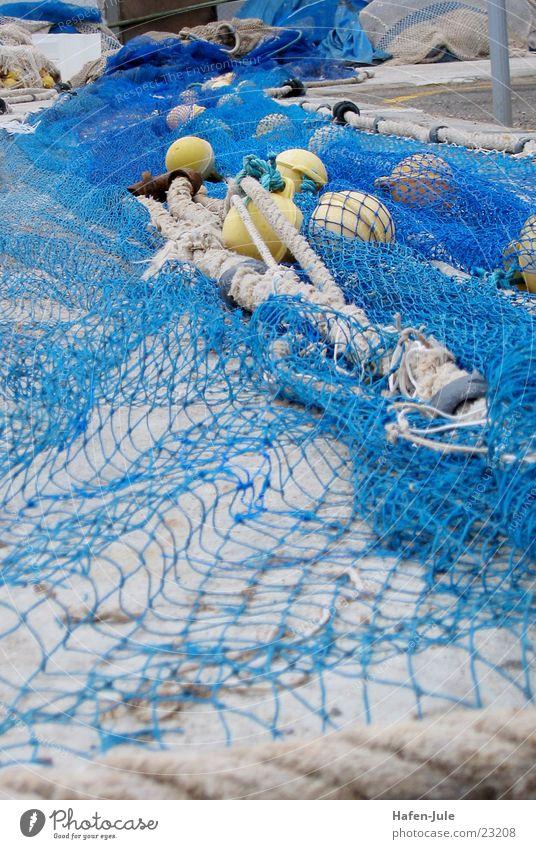 Blauer Hafen Meer blau gelb Seil Europa Netz Fischer