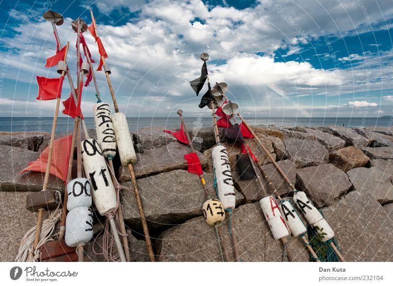 Wir machen das mit den Fähnchen! Himmel blau Wasser rot Sommer Wolken Küste Wetter Klima authentisch Fahne einfach Ostsee maritim Wolkendecke Styropor